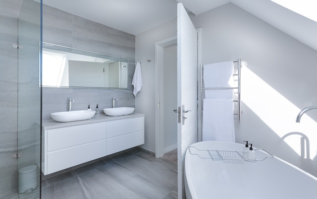 7 Ways To Maximize A Small Bathroom Space