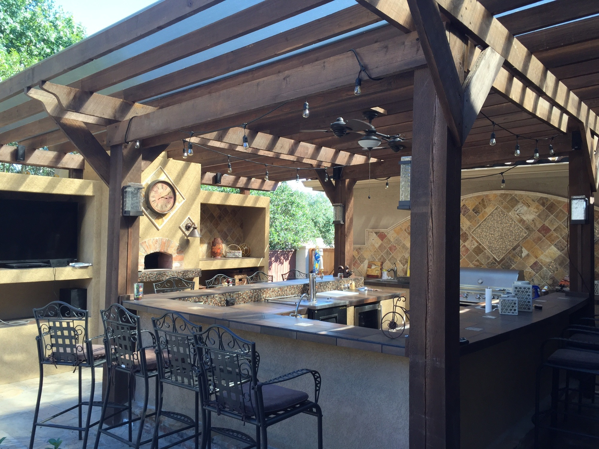 5 Awesome Tips for Your Outdoor Bar Remodel