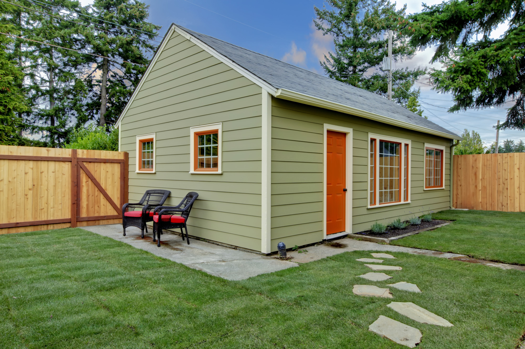 What Are In-Law Suites and Back Houses?