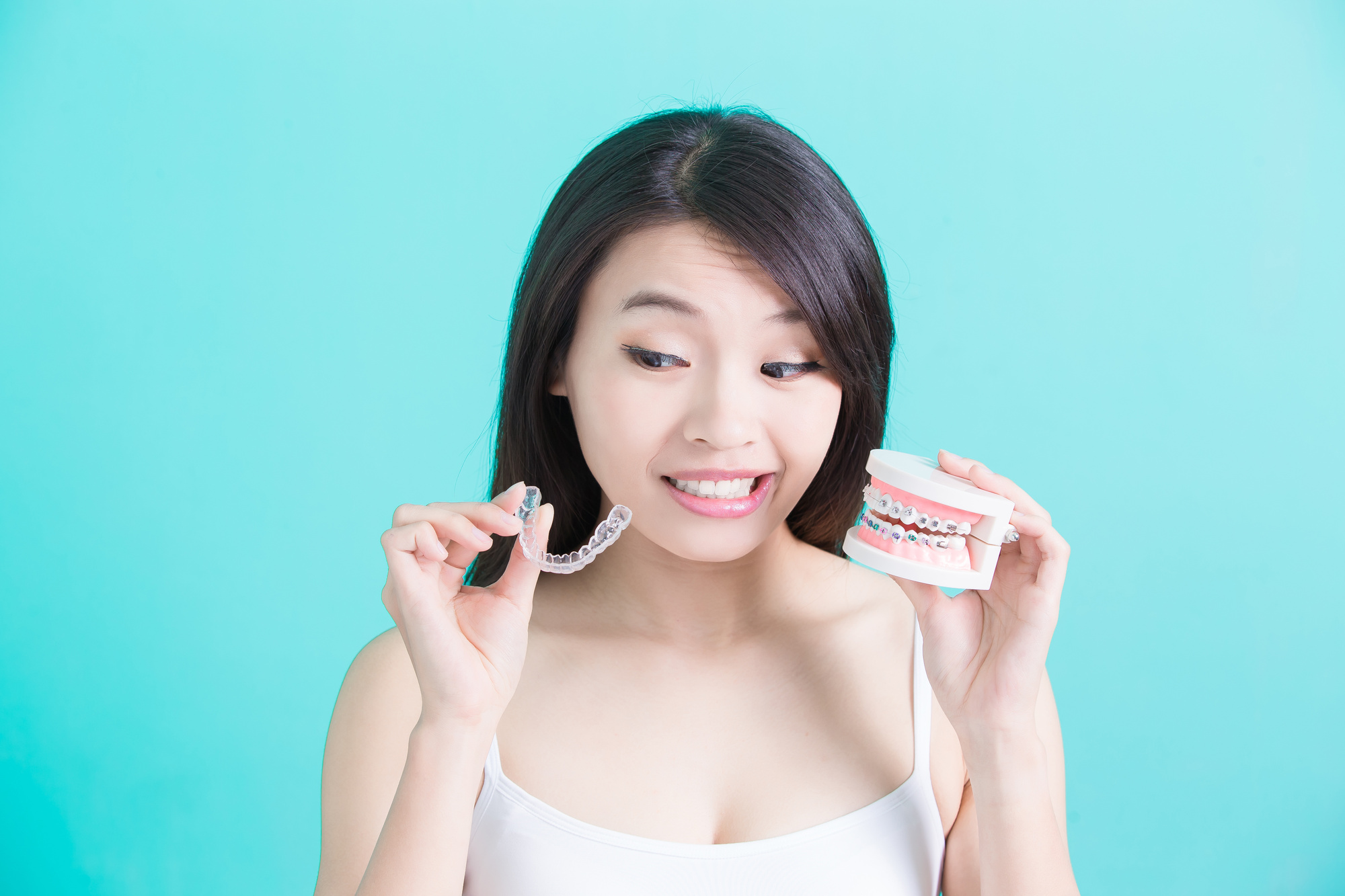 Ceramic Braces vs Invisalign: What You Need to Know